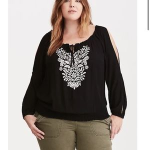 Torrid Embroidered Gauze Banded Bottom Top 2X